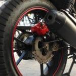 Una motocicleta ¿puede circular sin tubo de escape?