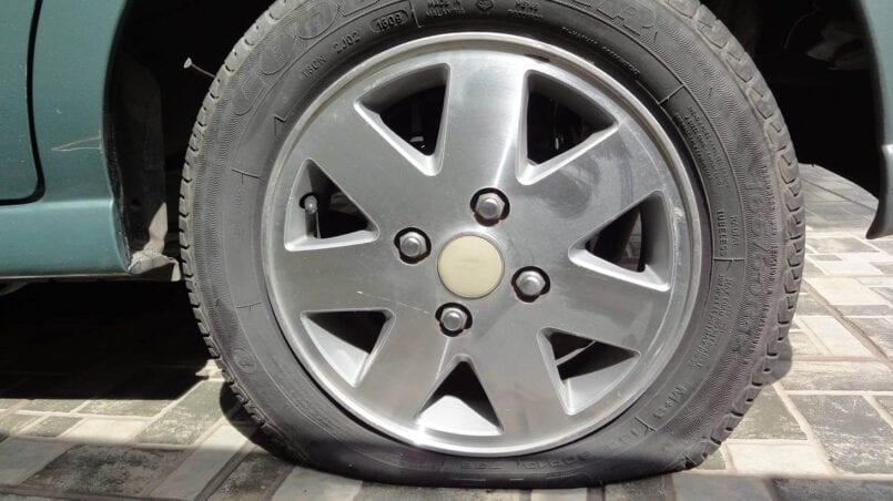Arreglar rueda pinchada coche