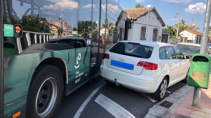 Coche mal aparcado donde llamar
