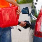 Mi coche huele a gasolina por dentro
