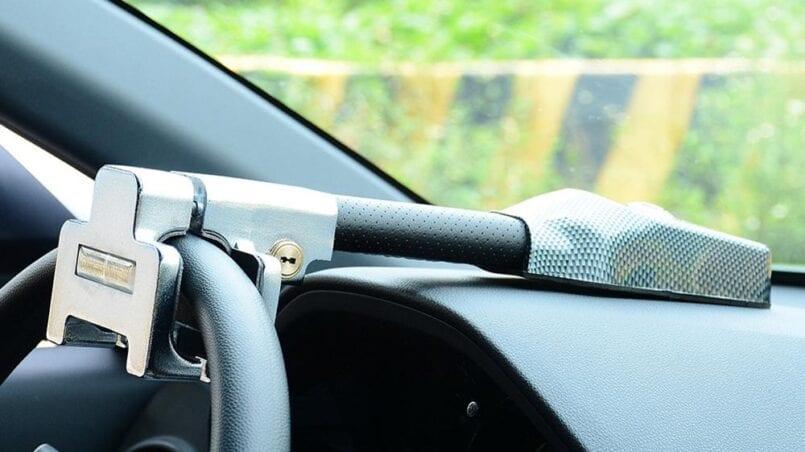 Como quitar el bloqueo del volante del coche