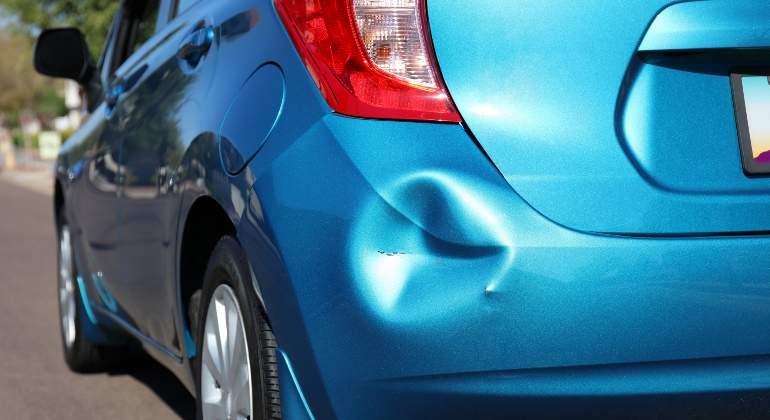 Como reparar bollos en el coche