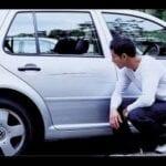 Como reparar una abolladura en el coche