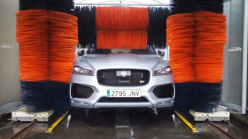 Cuanto cuesta lavar el coche en un tunel de lavado