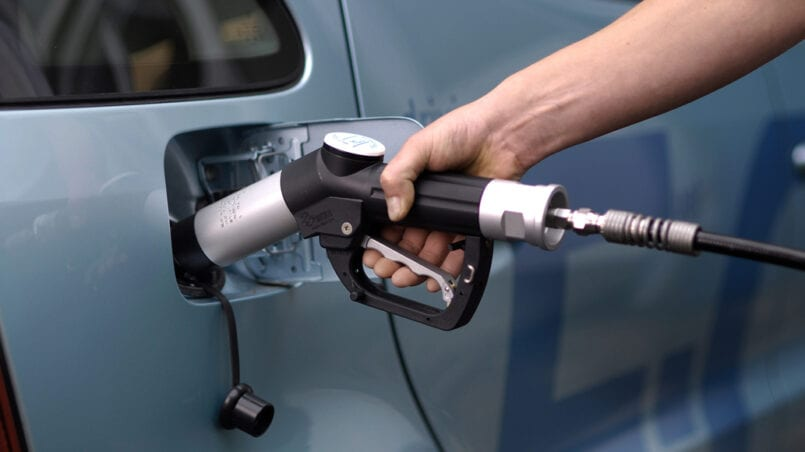 Echar 1 litro gasolina coche diesel