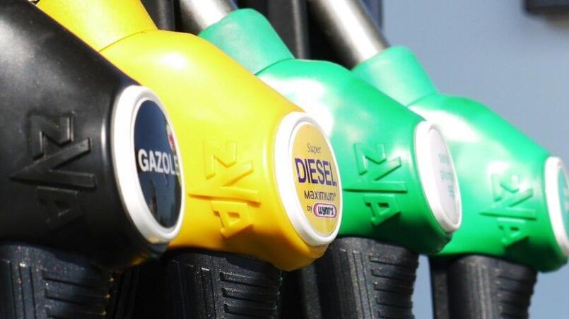 Echar gasolina a un coche diesel