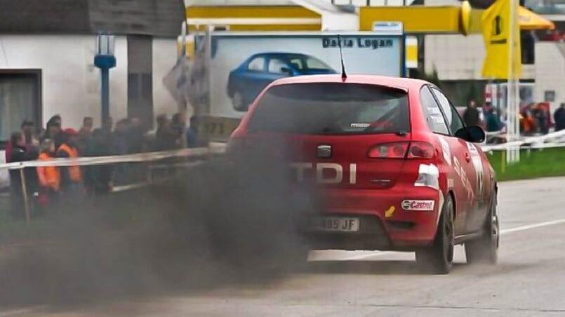 Limpiar carbonilla escape coche