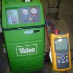 Desmontar compresor aire acondicionado coche
