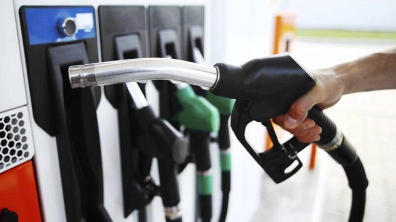 Mi coche pierde gasolina por debajo del deposito