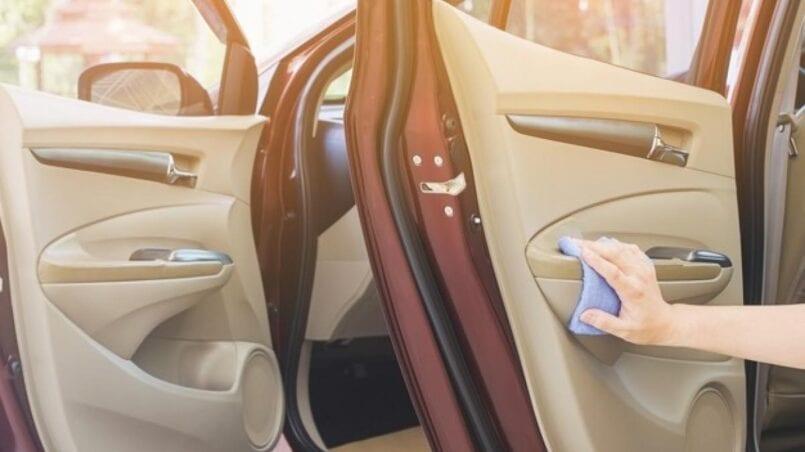 Producto para limpiar el motor del coche