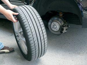 Reparar pinchazo rueda coche