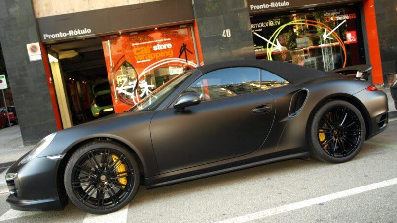 Auto negro llantas antracita